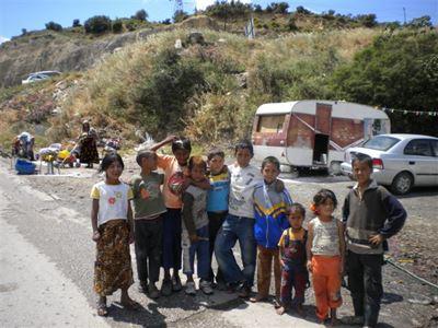Ο δήμαρχος Λαμιέων εκβιάζει τα παιδιά των Ρομά