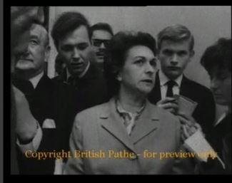 Μπέτυ Αμπατιέλου και Φρειδερίκη, ένα χαστούκι (;) στο Λονδίνο  Image
