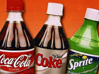 EΦΕΤ: Απαγορευμένες ουσίες σε 815.000 φιάλες coca-cola και sprite