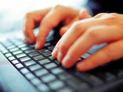 Δωρεάν σύνδεση στο διαδίκτυο και tablet ή φορητός υπολογιστής σε 290.000 δικαιούχους από τον Φεβρουάριο