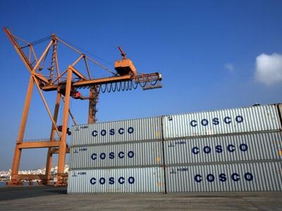 Αυστηρό μήνυμα Πεκίνου προς την Αθήνα για το λιμάνι του Πειραιά και την Cosco