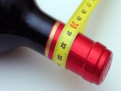 Το αλκοόλ «κλειδώνει» τη δίαιτα