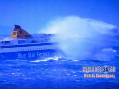 VIDEO:Η θάλασσα «καταπίνει» το Blue Star Paros!