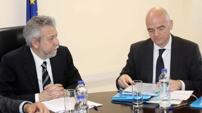 Πιο κοντά σε λύση με τις UEFA-FIFA για το αθλητικό νομοσχέδιο