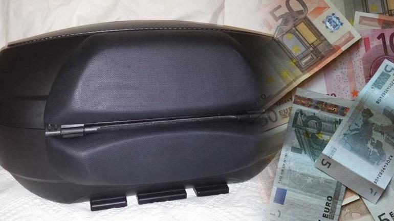 Οδηγός λεωφορείου βρήκε 7.500 ευρώ και τα παρέδωσε στην αστυνομία