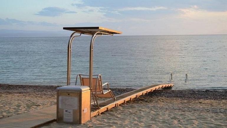 Ηλεκτροκίνητη ράμπα για ΑμεΑ σε παραλίες της Αναβύσσου και του Λαγονησίου
