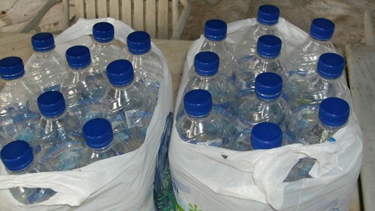 Γιατί δεν πρέπει να πίνετε νερό από πλαστικά μπουκάλια εκτεθειμένα στη ζέστη