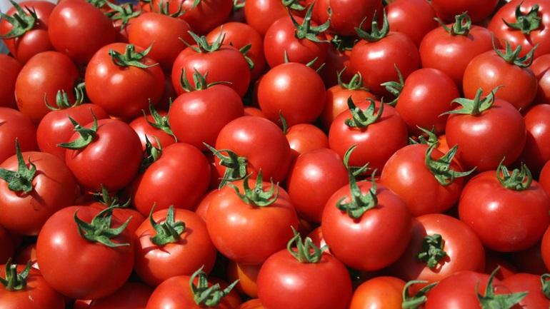 Δέσμευση πέντε τόνων ντομάτας στον Πειραιά