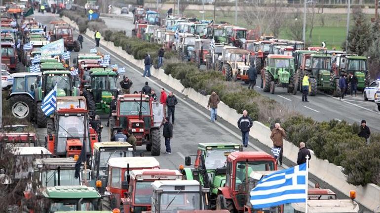 Σε επ' αόριστον αποκλεισμό των Τεμπών προχώρησαν οι αγρότες