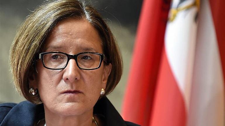 Απειλές από την υπουργό Εσωτερικών της Αυστρίας για έξοδο της Ελλάδας από Σένγκεν