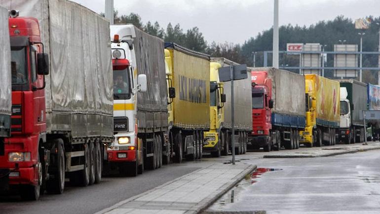 Απαγορεύουν τη διέλευση των φορτηγών στους παράδρομους