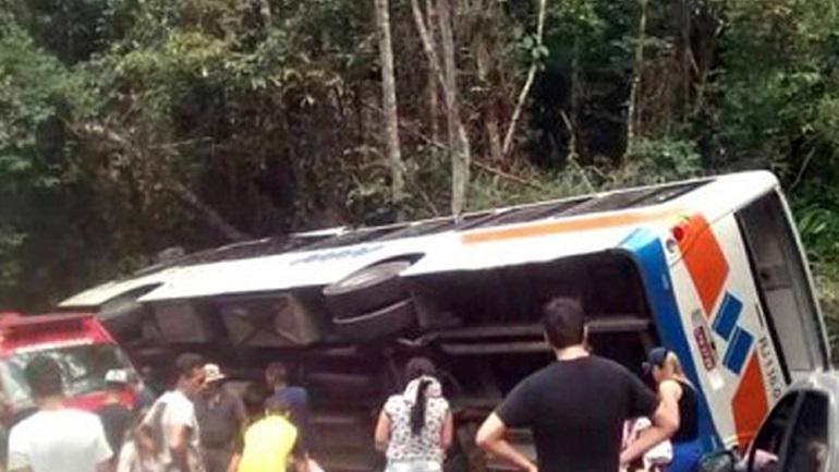 Τουλάχιστον 15 νεκροί από ανατροπή λεωφορείου στη Βραζιλία