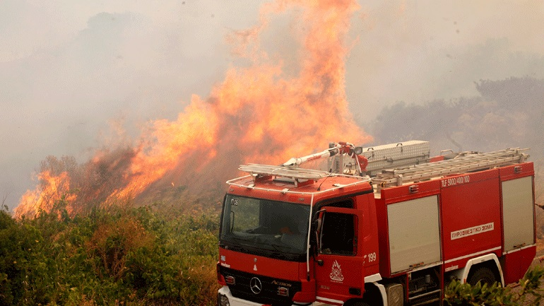 Σε εξέλιξη πυρκαγιές σε Καλογερικό και Σάγκα