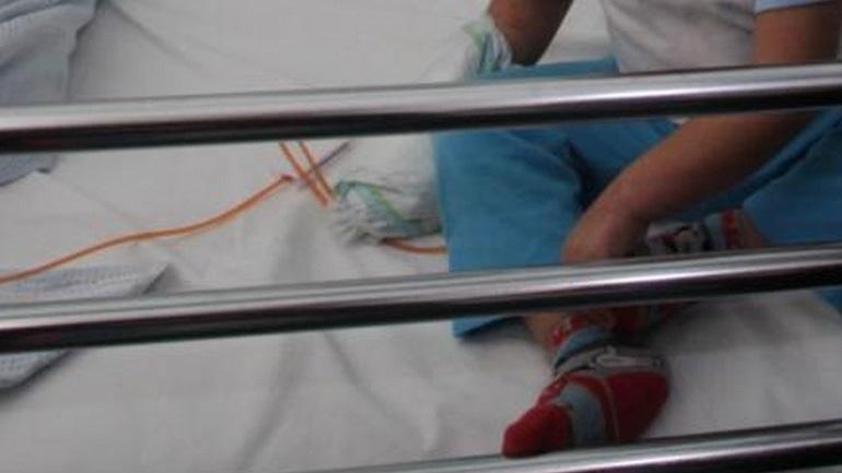 Ο μικρός Κωνσταντίνος και η οικογένειά του έχουν ανάγκη από βοήθεια
