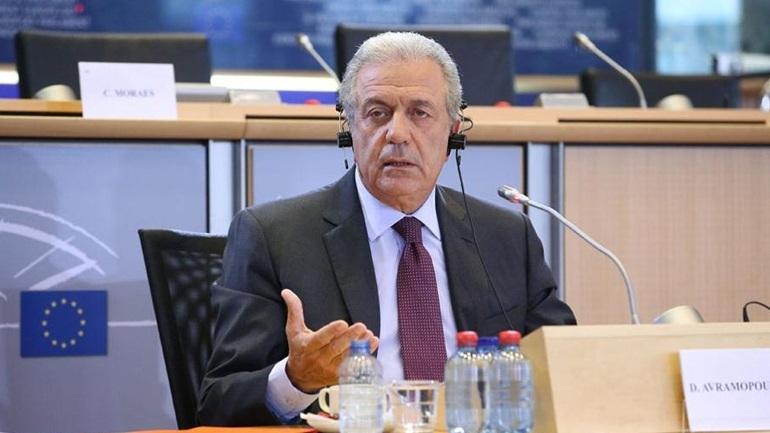 Αβραμόπουλος: Η ΕΕ αύξησε την παροχή βοήθειας προς τους πρόσφυγες