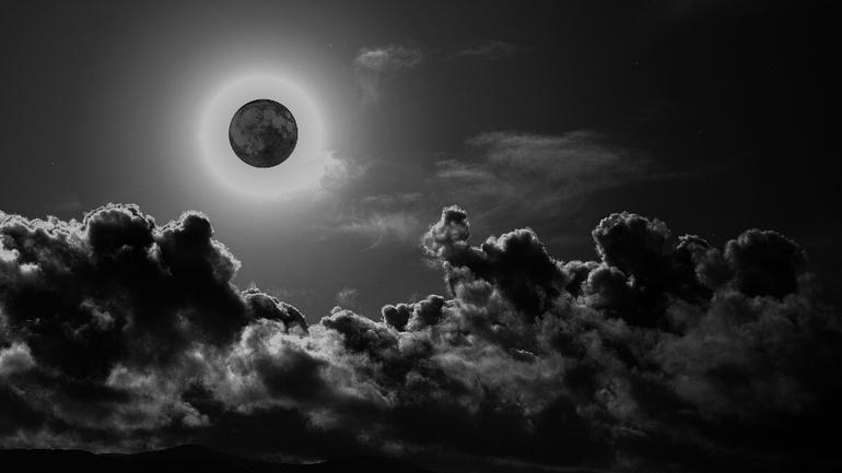 Δεν θα δούμε το «μαύρο» φεγγάρι στην Ελλάδα και... δεν θα καταστραφεί ο κόσμος