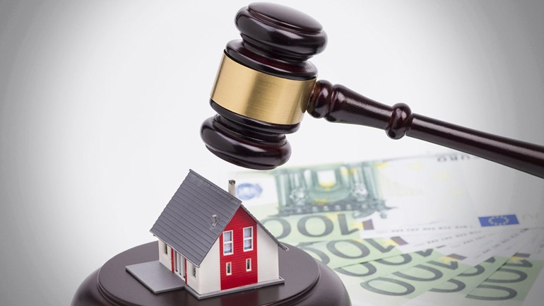 H ΝΔ προωθεί τροπολογία για αναστολή των πλειστηριασμών πρώτης κατοικίας για οφειλές προς το Δημόσιο