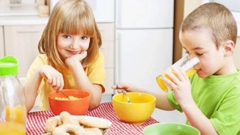 Πώς θα πείσετε το παιδί να φάει το πρωινό του