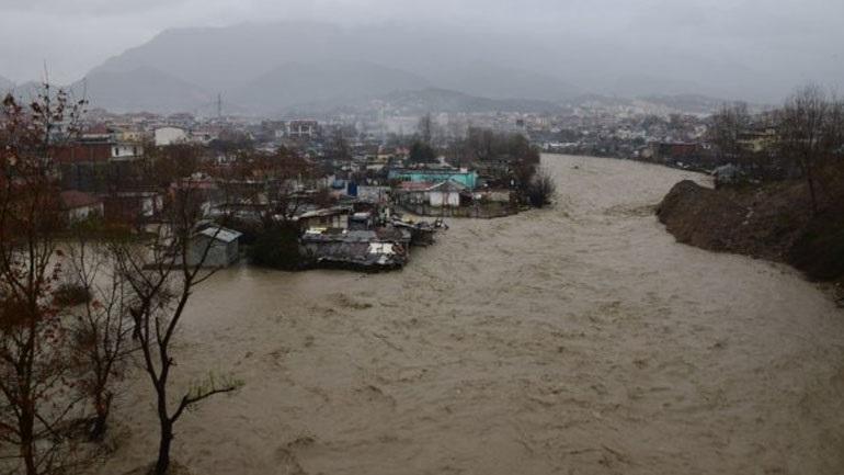 Τρεις νεκροί από τη σφοδρή κακοκαιρία που πλήττει την Αλβανία