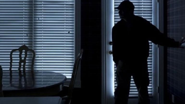 Συνελήφθη με ένταλμα για κλοπές σε σπίτια