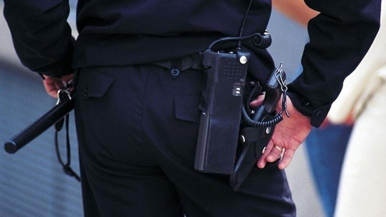 Αστυνομικός «μπουμπούκι»: Ήπιε και απείλησε δύο νεαρούς με όπλο