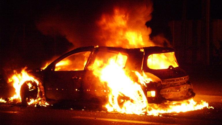 Αποτέλεσμα εικόνας για εμπρησμοί οχημάτων στα Εξάρχεια