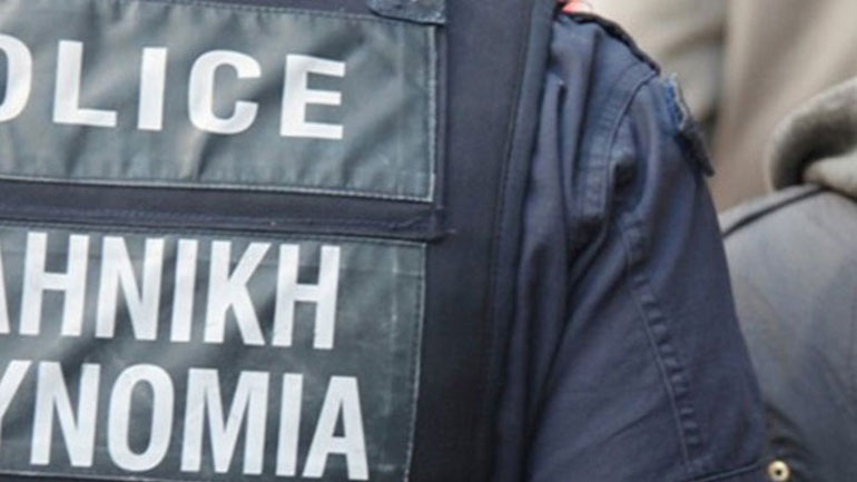 Συλλήψεις δύο αστυνομικών επειδή έχασαν 10.000 ευρώ κρατούμενου