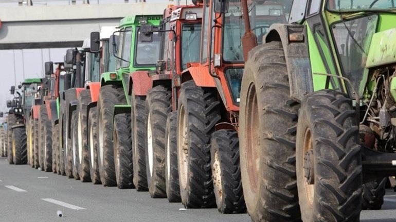 Με αναμμένες μηχανές τα τρακτέρ σε Αχαΐα, Ηλεία και Αιτωλοακαρνανία