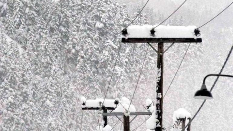 Τρίκαλα: Τα χιόνια φανέρωσαν το πρόβλημα στην υποστελέχωση της ΔΕΗ
