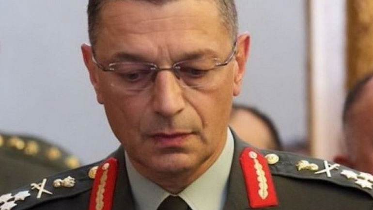 Παρέμβαση του Αρχηγού ΓΕΣ για τις φωτογραφίες με τον αλβανικό αετό