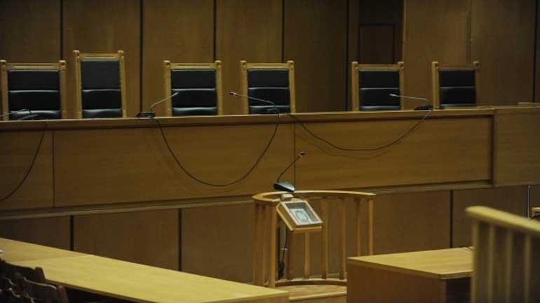 Βόλος: Άρπαξε τα έγγραφα από την έδρα του δικαστή για να μην φυλακιστεί ο γιος της
