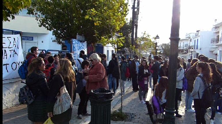 Βόλος: Αντιδράσεις από την εκπαιδευτική κοινότητα για την καύση σκουπιδιών