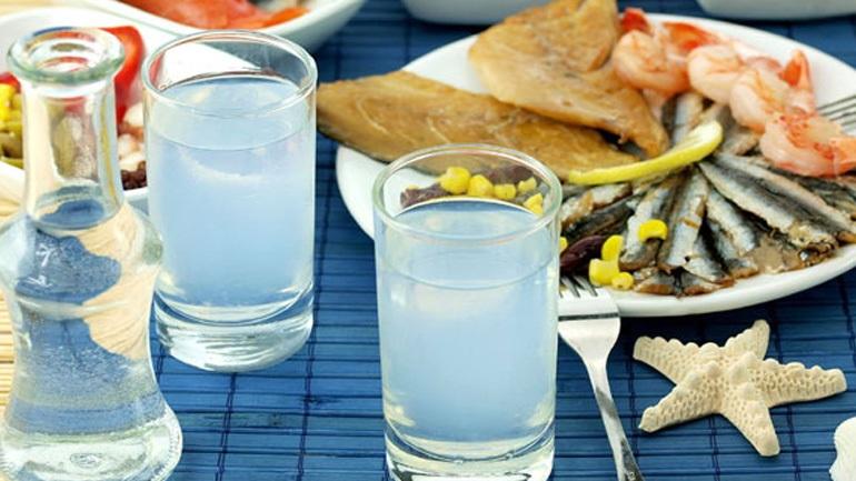 Ο νέος κανονισμός φέρνει ανησυχία για το ούζο, την τσικουδιά και τη μαστίχα