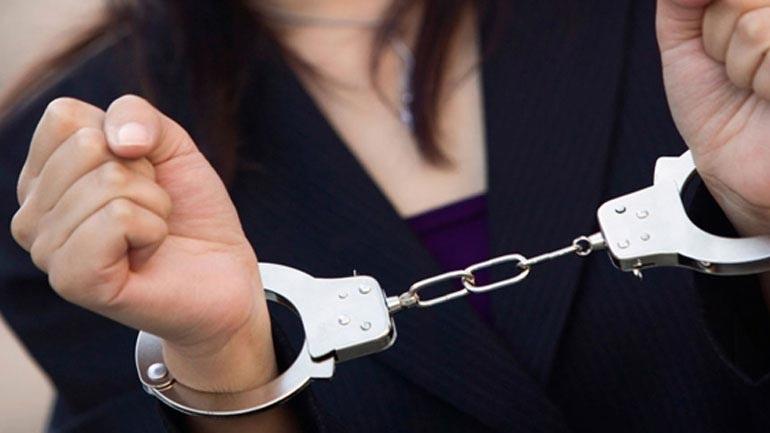 Συνελήφθη 48χρονη που προσπάθησε να εξαπατήσει ιερέα παριστάνοντας τη δικηγόρο