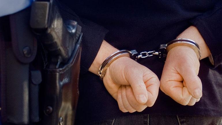 Χειροπέδες σε διοικητή τμήματος της Αθήνας για εκβίαση