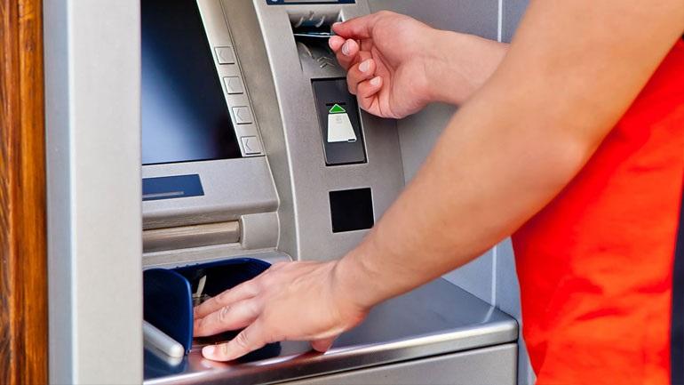 Αλλαγές στα capital controls: Αυξάνεται το όριο αναλήψεων