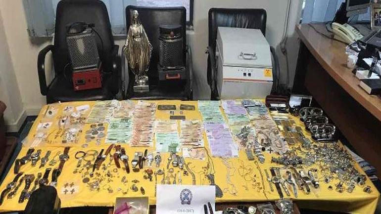 H σπείρα με τις «χρυσές» δουλειές - Χιλιάδες ευρώ και αντικείμενα αξίας εκατομμυρίων