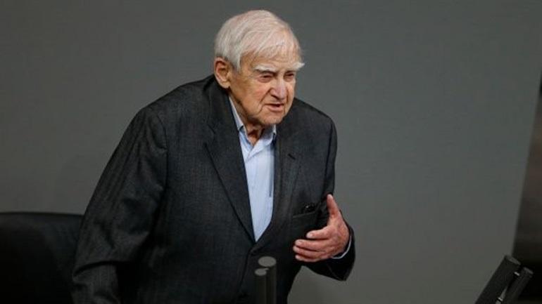 Έφυγε από τη ζωή ο μεγάλος Ρώσος συγγραφέας Ντανιήλ Γκράνιν