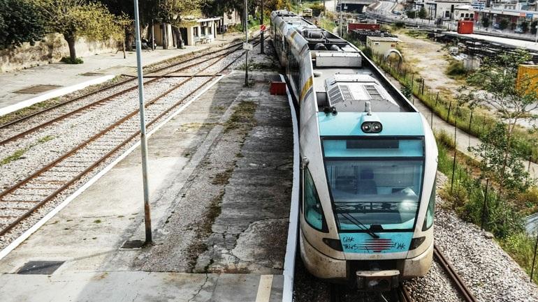 Τραγωδία στην Κόρινθο: Γυναίκα παρασύρθηκε από τον προαστιακό σιδηρόδρομο