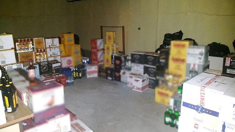 Εξαρθρώθηκε κύκλωμα που παρασκεύαζε παράνομα ποτά - κατασχέθηκαν 4.500 φιάλες