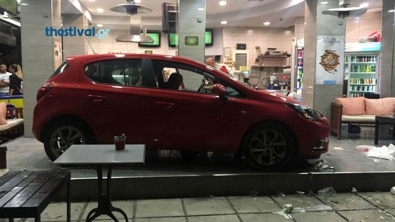 Θεσσαλονίκη: Αυτοκίνητο «εισέβαλε» σε καφετέρια – Tέσσερις τραυματίες