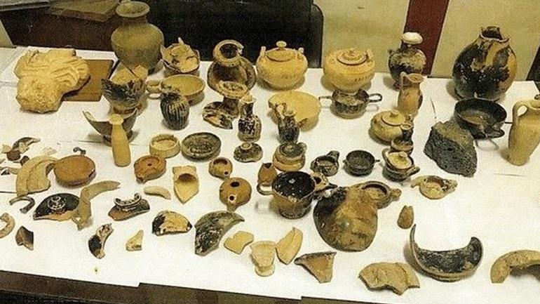 Χειροπέδες σε Λίβυο αρχαιοκάπηλο που προσπαθούσε να πουλήσει αντικείμενα στην Αίγυπτο