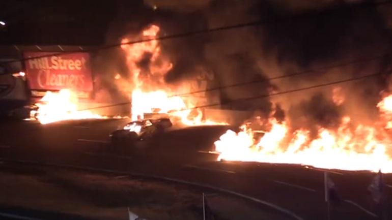 Αγωνιστικά αυτοκίνητα γίνονται παρανάλωμα του πυρός