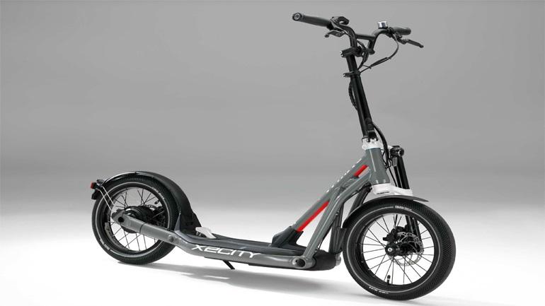 Είναι scooter, είναι πατίνι, είναι BMW!