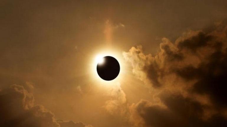 Φρενίτιδα στις ΗΠΑ για την πρώτη ολική έκλειψη του ηλίου του αιώνα