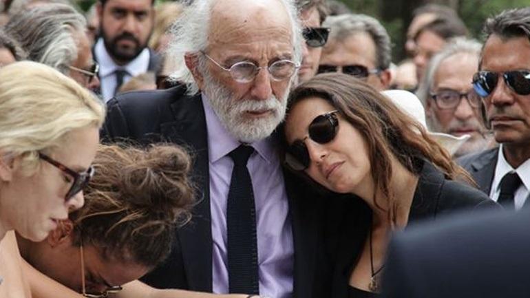 Μαρία Ελένη Λυκουρέζου: Τι έκανε όταν αποχωρούσε από την κηδεία;