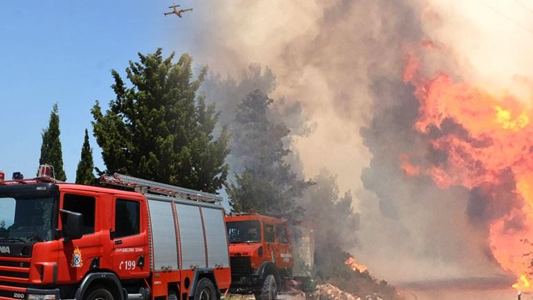 Απόγνωση στη Ζάκυνθο - Κάηκαν σπίτια