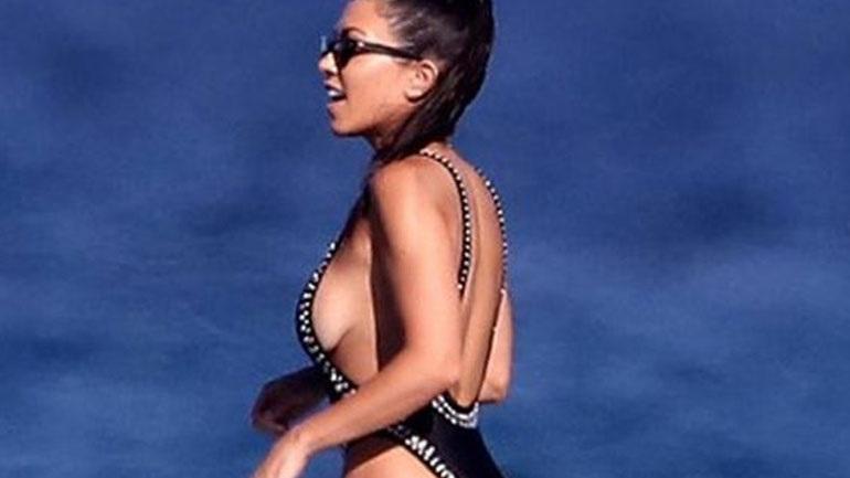 H Kourtney Kardashian ποζάρει με μικροσκοπικό μαγιό και κόβει την ανάσα!