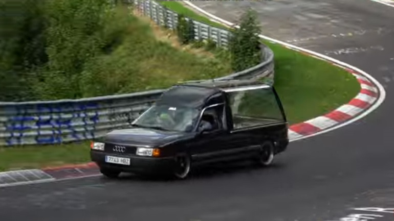 Μπήκε στο Nurburgring με νεκροφόρα!