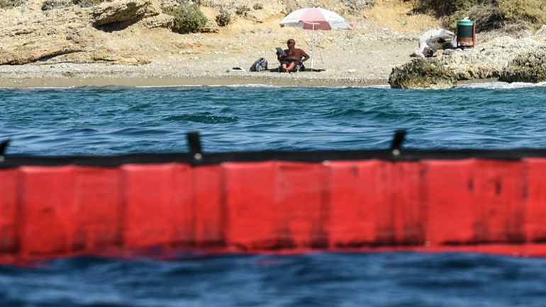 «Καθαρές οι ακτές του νότιου Σαρωνικού», σύμφωνα με κλιμάκιο της Περιφέρειας